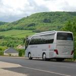 Le car de Quitou Wine Travel dans les Hautes Côtes de Beaune
