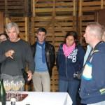 Le vigneron champenois Christophe Goulin dans de grandes explications...