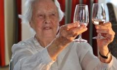 Dégustation de vin en maison de repos - Les Terrasses des Hauts Prés
