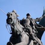 Statue équestre de Jeanne d'Arc à Chinon, par le sculpteur Jules Roulleau en 1893